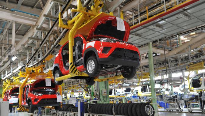 Proses perakitan mobil penumpang (Mahindra)