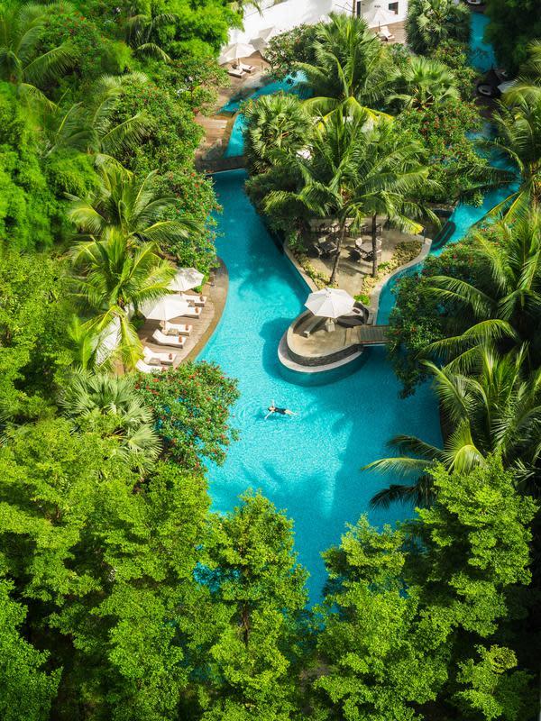 Kolam renang berbentuk lagoon di DoubleTree by Hilton Jakarta - Diponegoro. (dok. DoubleTree by Hilton Jakarta - Diponegoro)