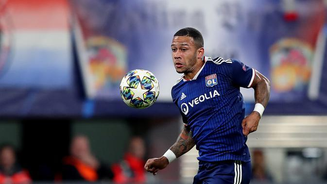 5. Memphis Depay (44 juta euro) - Penyerang Olympique Lyon ini tampil apik pada kompetisi Liga Champions. Memphis Depay memiliki makket value mencapai 44 juta euro pada saat ini. (AFP/Ronny Hartmann)