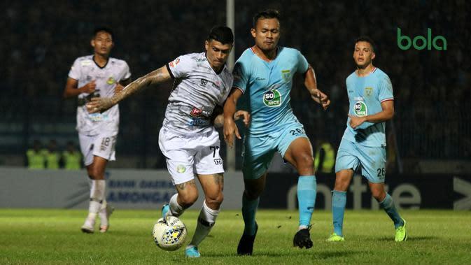 Duel Persela vs Tira Persikabo di Stadion Surajaya, Lamongan, Minggu (25/8/2019). (Bola.com/Aditya Wany)