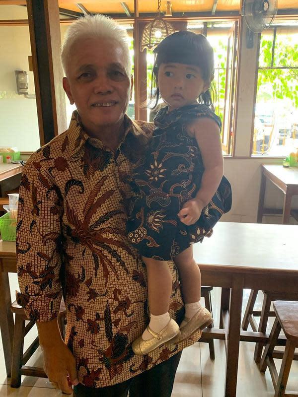 Hatta Rajasa dan cucunya, Gayatri Idalia Yudhoyono. (dok. Instagram @ruby_26/https://www.instagram.com/p/B4ggjJLg_NK/Putu Elmira)