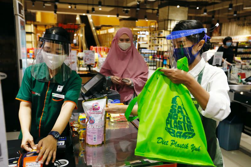 Confusion, resistance as Indonesian capital starts single-use plastics ban