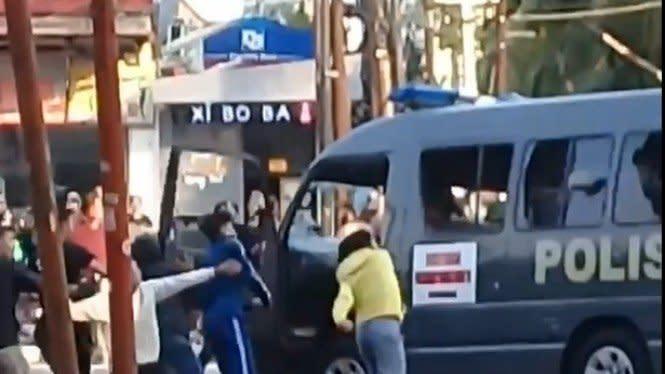 14 Perusak Mobil Tahanan saat Demo Tolak Omnibus Law Diciduk Polisi