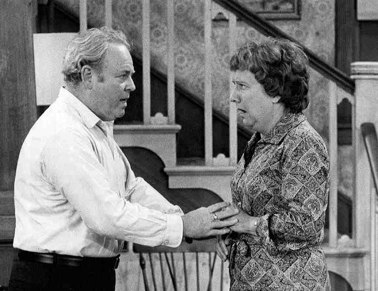Jean Stapleton, Who Played Edith Bunker on 'All in the Family,' Dead at 90