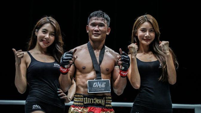 """Kemenangan Kulabdam """"Left Meteorite"""" Sor. Jor. Piek Uthai saat mengalahkan Bobo """"The Panther"""" (ONE Championship)"""