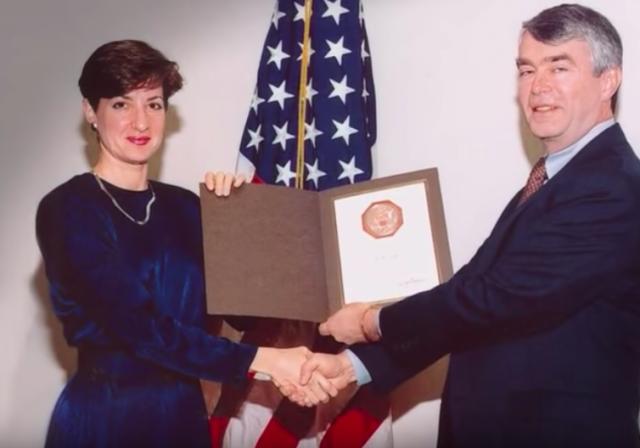 Ana Belén Montes recibió los más altos honores como agente de inteligencia estadounidense. (Captura de pantalla Youtube)
