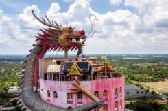 Penjara bawah tanah dan naga: Kuil Thailand beri sentuhan unik pada Buddhisme