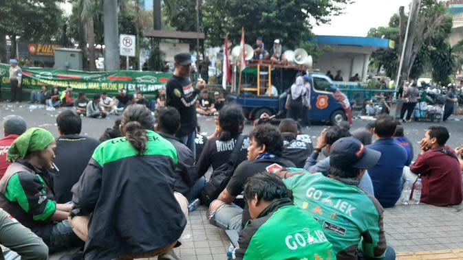Massa Driver online gelar aksi di sekitar kantor Gojek, kawasan Blok M, Jakarta Selatan. (Liputan6.com/Yopi)
