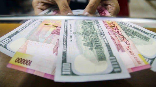 IMF Revisi Proyeksi Pertumbuhan Ekonomi RI, Rupiah Melemah