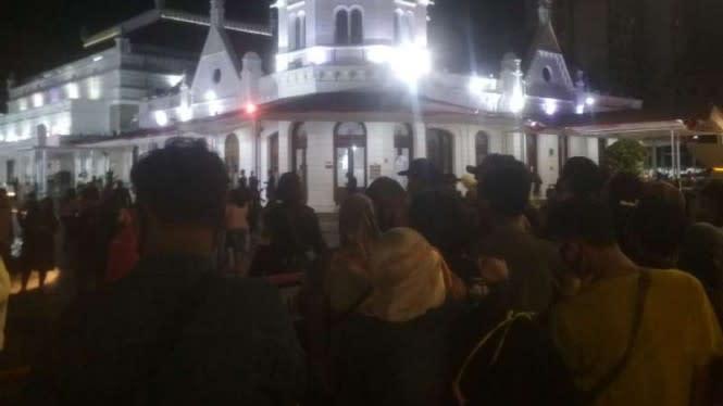Timbulkan Kerumunan, Pertunjukan di Alun-alun Surabaya Dihentikan