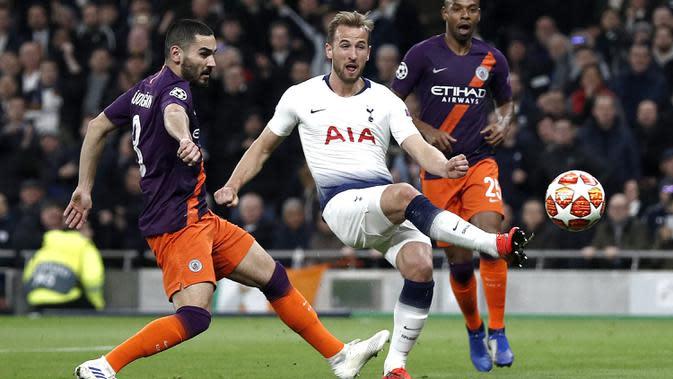Kane menjadi penyerang yang bisa beradaptasi dengan sepakbola modern. Kane penyerang yang rajin menjemput bola, rajin bergerak untuk menciptakan ruang dan mencari ruang kosong untuk menembus lini pertahanan lawan.(AFP/Adrian Dennis)