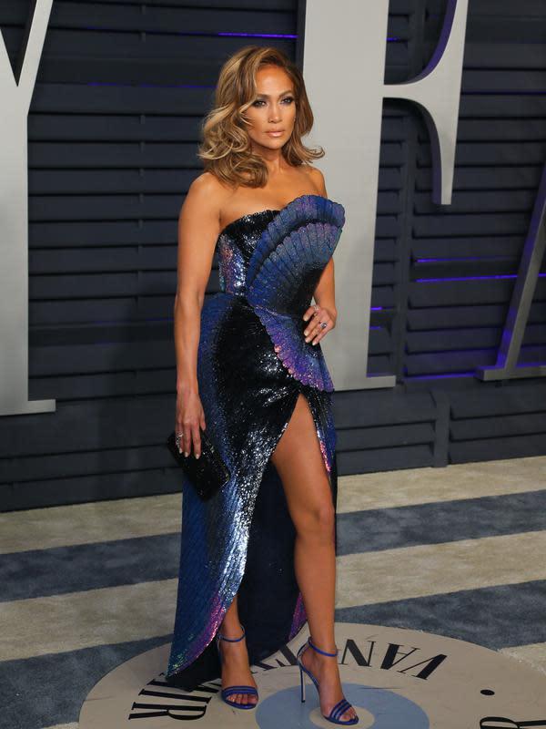 Jennifer Lopez menjadi bintang tamu di final Super Bowl 2020. (JEAN-BAPTISTE LACROIX / AFP)