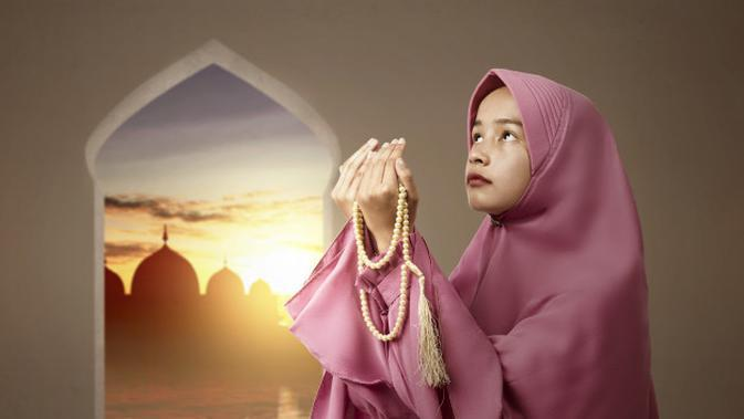 Ilustrasi Membaca Sholawat Nabi Credit: shutterstock.com