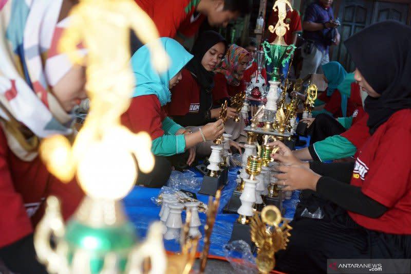 Permintaan kerajinan piala di Tulungagung Jatim turun drastis