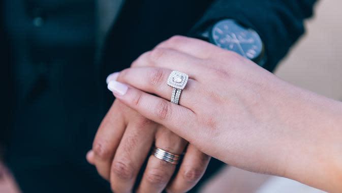 ilustrasi cincin pernikahan/Photo by TranStudios Photography & Video from Pexels