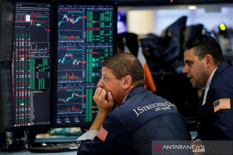 Wall Street jatuh, Dow anjlok 2.000 poin di tengah guncangan minyak