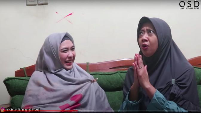Asri Welas Pernah Jadi Bintang Iklan Sabun Mandi bareng Dian Sastrowardoyo. (YouTube Oki Setiana Dewi)
