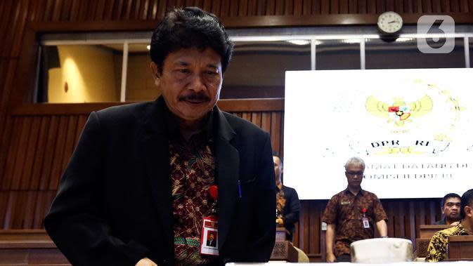 Kepala BPIP Yudian Wahyudi bersiap mengikuti Rapat Dengar Pendapat (RDP) dengan Komisi II DPR di Kompleks Parlemen, Senayan, Jakarta, Selasa (18/2/2020). Agenda RDP membahas sejumlah isu terkait, salah satunya rencana pemulangan anak-anak ISIS eks WNI. (Liputan6.com/Johan Tallo)