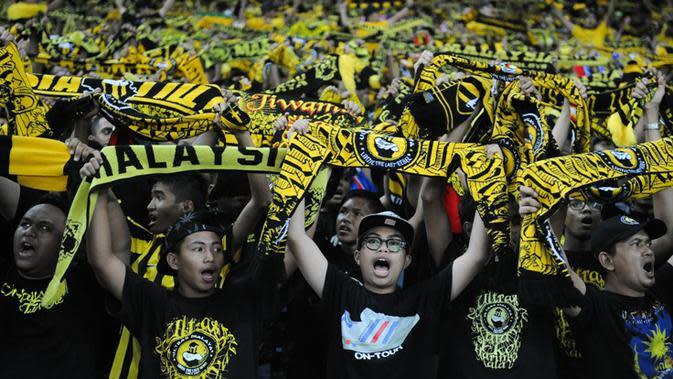 Kelompok suporter Malaysia yang tergabung dalam Ultras Malaya menyerukan reformasi di FAM. (AFP/Mohd Rasfan)