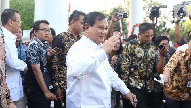 Ketua Umum Partai Gerindra Prabowo Subianto meninggalkan Kompleks Istana Kepresidenan di Jakarta, Senin (21/10/2019).(Liputan6.com/Angga Yuniar)