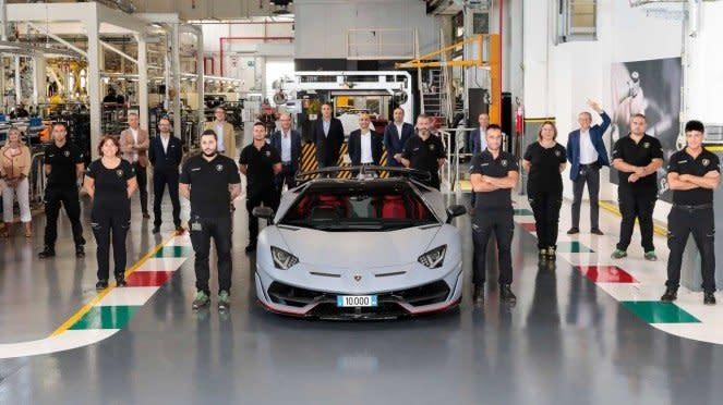 Mobil Lamborghini Aventador sudah diproduksi sebanyak 10 ribu unit
