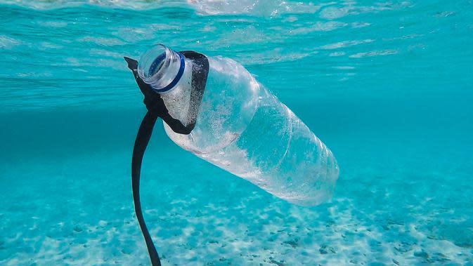 Ilustrasi Sampah Plastik di Laut | unsplash.com/@brian_yuri