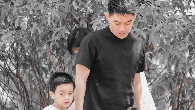 Ifan Seventeen dan keponakannya (Sumber: Instagram/ifanseventeen)