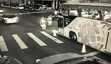 爆粗口又開車逼近副所長 遊覽車司機反控屏警執法過當