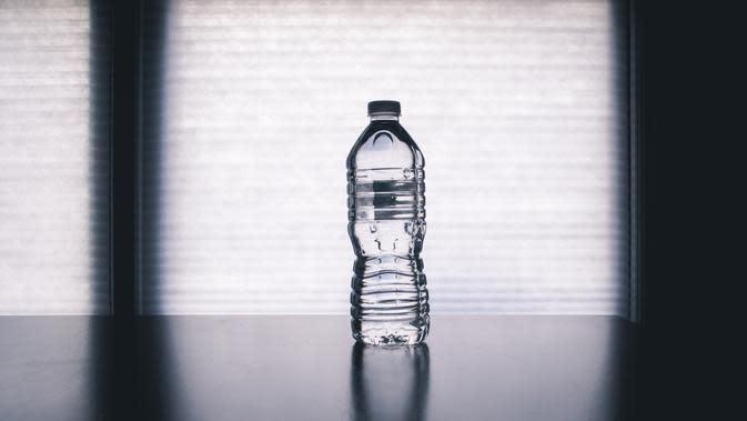 Ilustrasi Sampah Botol Plastik | pexels.com/@steve