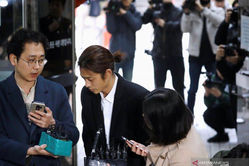 Jung Joon-young dan Choi Jong-hoon dihukum penjara lima dan 2,5 tahun