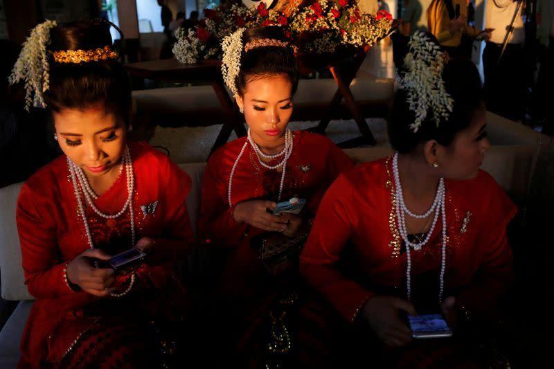 'Kami kehilangan pandangan': Kehidupan di Myanmar saat penutupan internet terlama di dunia