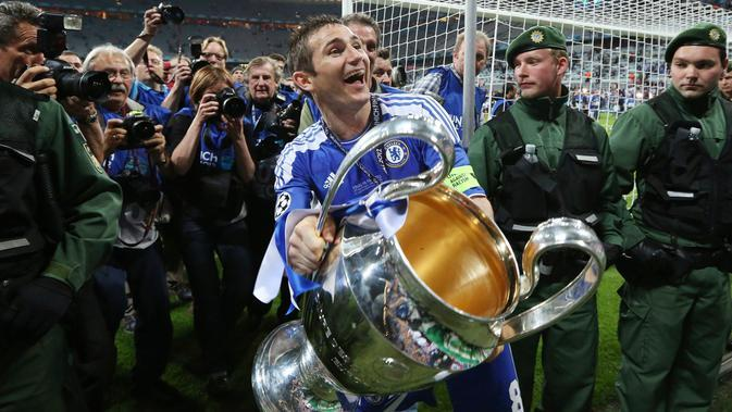 Selebrasi kemenangan Frank Lampard saat Chelsea juara Liga Champions 2012 di Munich, Jerman. (AP/Matt Dunham)