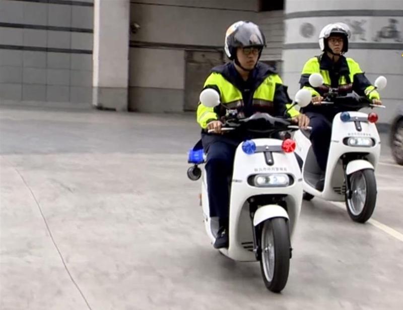 多處地區的警察局都引進了Gogoro警車,汰換一般的巡邏車。(示意圖/東森新聞)