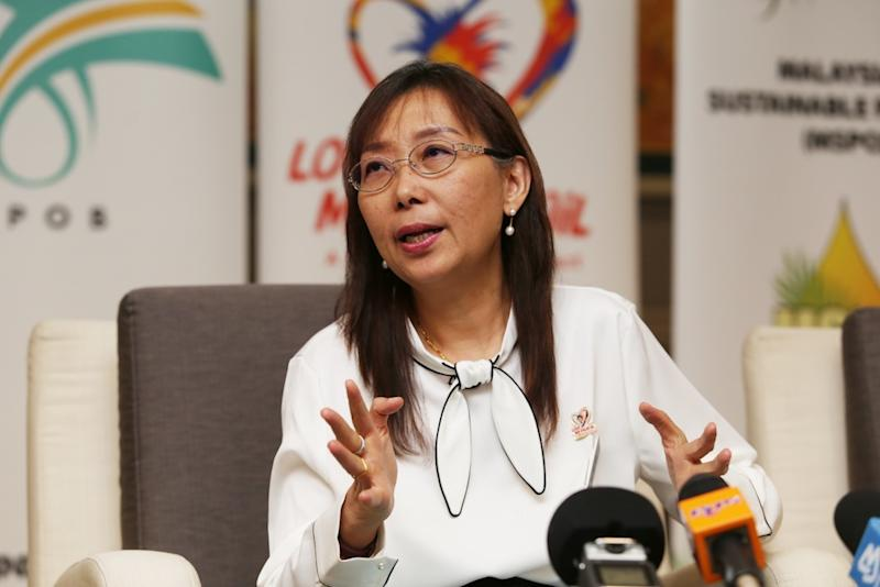 In May, former primary Industries minister Teresa Kok (pic) accused new Malaysian Rubber Board chairman Datuk Ahmad Nazlan Idris of rushing a RM100 million project in his parliamentary constituency. — Picture by Choo Choy May