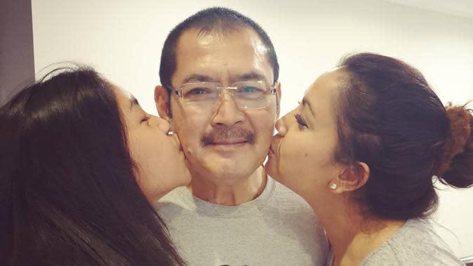 Pada keterangan dua foto tersebut, istri pengusaha Bambang Trihatmodjo itu banyak membubuhkan emoticon hati hitam, pink, dan wajah jatuh cinta. (Instagram/mayangsaritrihatmodjoreal)