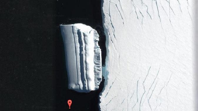 Pada April 2019, pemburu UFO mengklaim objek sepanjang 500 meter di lepas pantai Antartika sebagai pangkalan alien bawah air (Google Maps)
