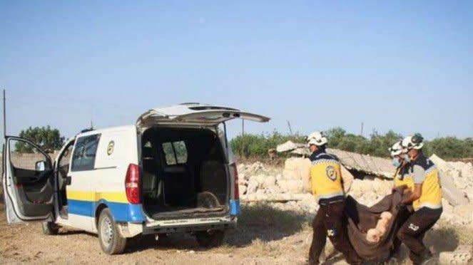VIVA Militer: White Helmets evakuasi korban tewas di Idlib.