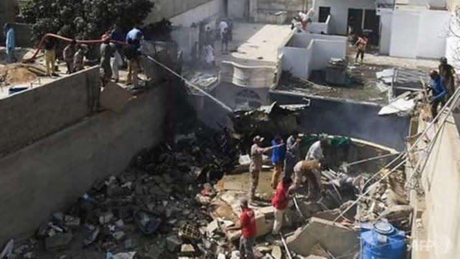 Pesawat Jatuh di Pemukiman Pakistan, Pilot Alami Masalah Teknis