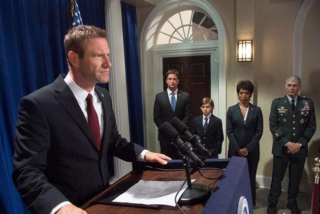 President Aaron Eckhart Talks Two-Face, Dennis Rodman & 'Olympus Has Fallen'