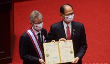 向甘迺迪柏林演說看齊 捷克議長韋德齊發表演說高呼:我是台灣人!