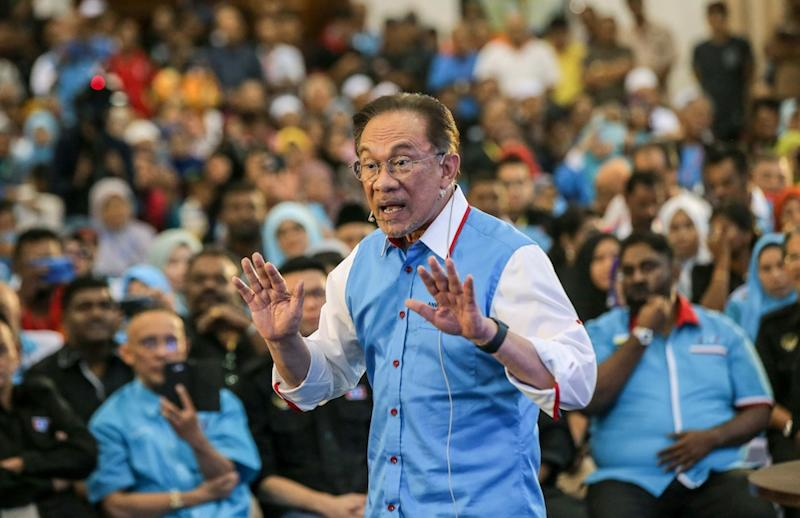 PKR president Datuk Seri Anwar Ibrahim officiates the Perak PKR Convention in Kuala Kangsar December 3, 2019. — Picture by Farhan Najib