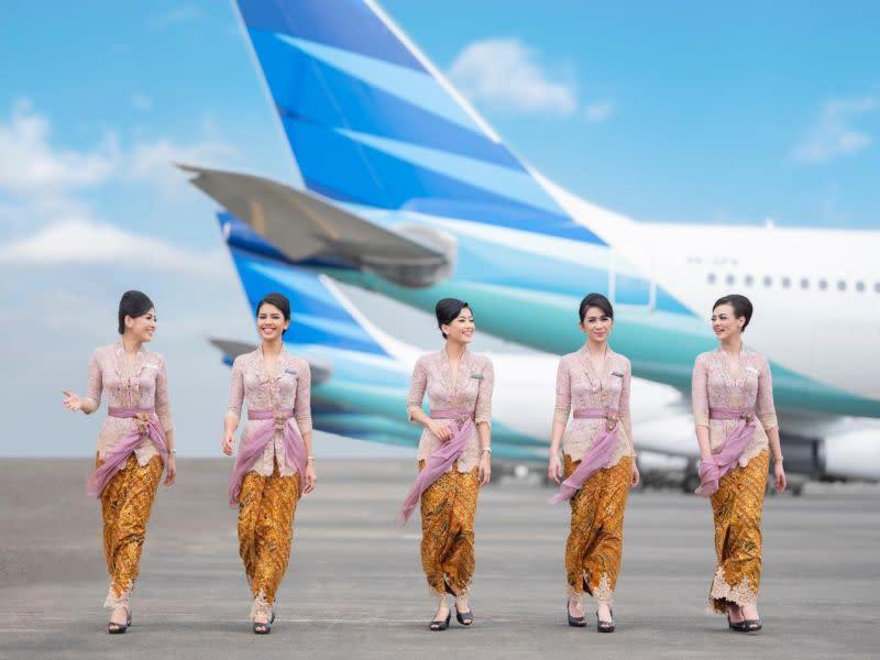 ▲印尼國家級的旗艦航空公司印尼鷹航(Garuda Indonesia)經常接到顧客抱怨「看不到空姐熱情的笑容」。(圖/雅加達郵報)