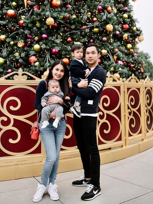 Melihat hubungannya dengan Harvey Moes kurang mendapat restu dari ayahnya, Sandra Dewi sempat bingung. Ia pun akhirnya banyak doa, agar diberikan yang terbaik. (Instagram/sandradewi88)