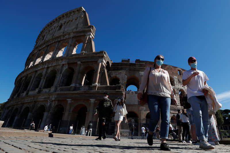 Italy tops 4,000 daily coronavirus cases for first time since mid-April