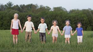 研究:兒童和青少年營養不良 身高「差人20公分」