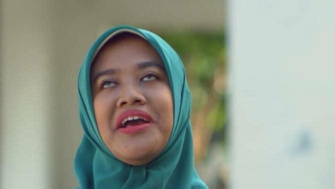 Bu Tejo diperankan Siti Fauziah. (Foto: Dok. Ravacana Films)