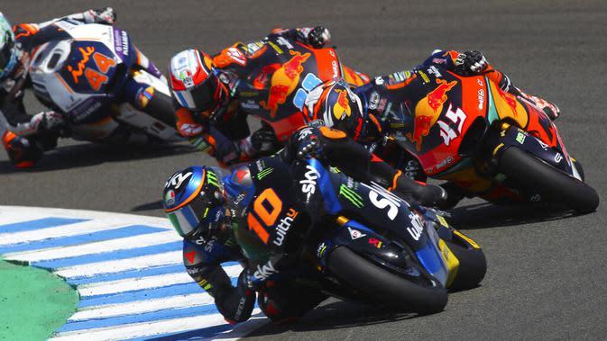 Adik Valentino Rossi, Luca Marini saat mengikuti balapan Moto2 di Sirkuit Jerez, Spanyol, 19 Juli 2020. (AP Photo/David Clares)