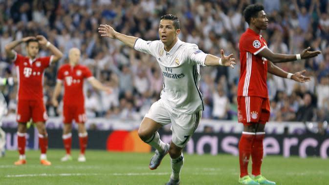 Cristiano Ronaldo merayakan golnya ke gawang Bayern Munchen pada leg kedua perempatfinal Liga Champions di Santiago Bernabeu stadium, Madrid, (18/4/2017). Real Madrid menang 4-2. (AP/Francisco Seco)