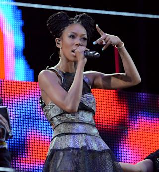 Brandy Performs to an Empty Stadium