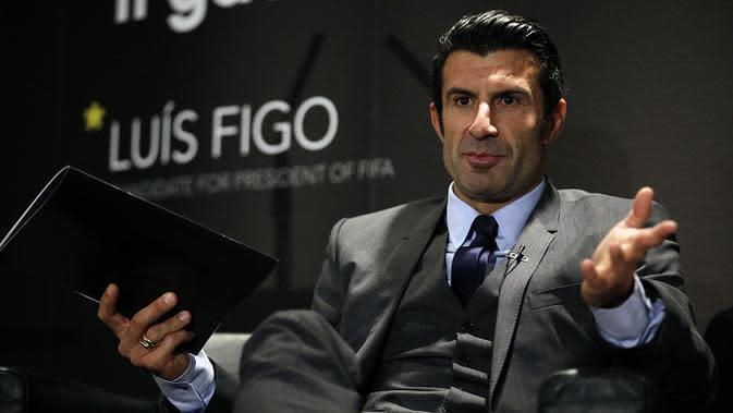 Luis Figo anggap kemenangan Sepp Blatter adalah kekalahan seluruh sepakbola dunia. (AP Photo/Matt Dunham, File)